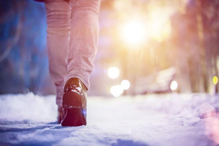 雪道を歩く