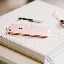 ピンクのスマートフォン