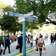 人々が行き交う横浜スタジアム周辺