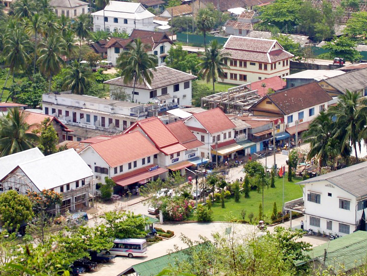 ラオス 郊外の街