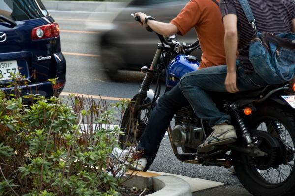警戒人物のバイク尾行