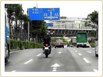 対象者を逃さない、迅速可能なバイク尾行